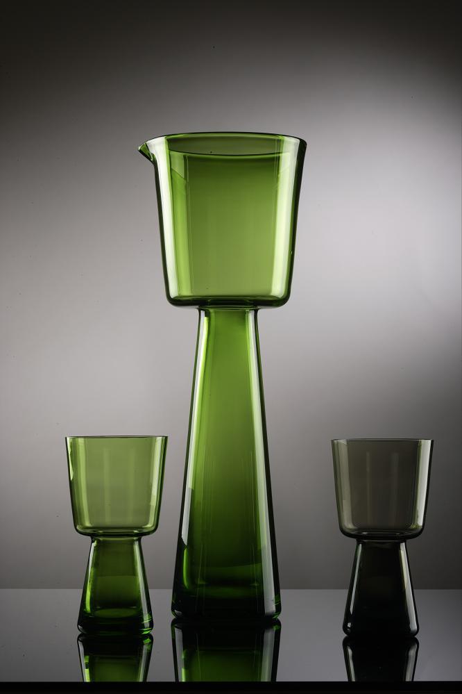 Wszewłod Sarnecki, dzban i szklanki, szkło zielone i dymne, 1965, Wzr.c.1209 MNW, Wzr.c.1210-1211 MNW
