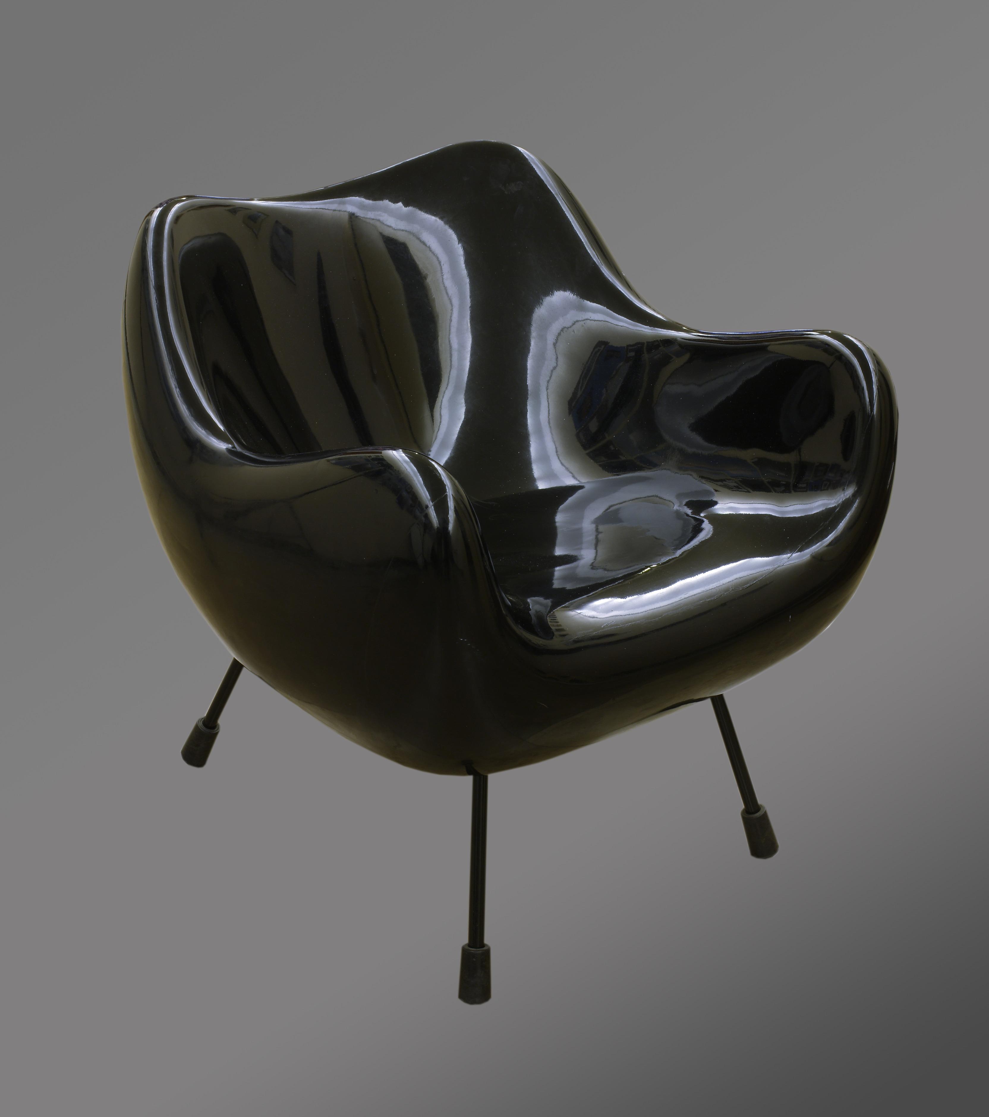 Roman Modzelewski, fotel z tworzywa sztucznego, 1958, Wzr.d.1405/1-2 MNW