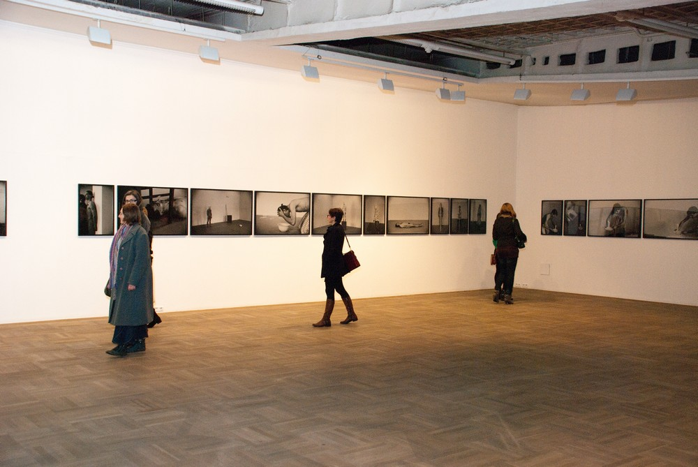 """Karol Radziszewski,""""Backstage"""", Galeria Sztuki Współczesnej Bunkier Sztuki w Krakowie, fot. Zofia Waligóra"""