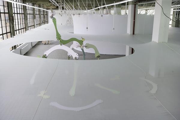 Ernesto Neto, Flowers and Bones, From the Body to the Body Through the Body, 2007 dzięki uprzejmości artysty i Galerie Max Hetzler, Berlin Foto: Ernesto Neto