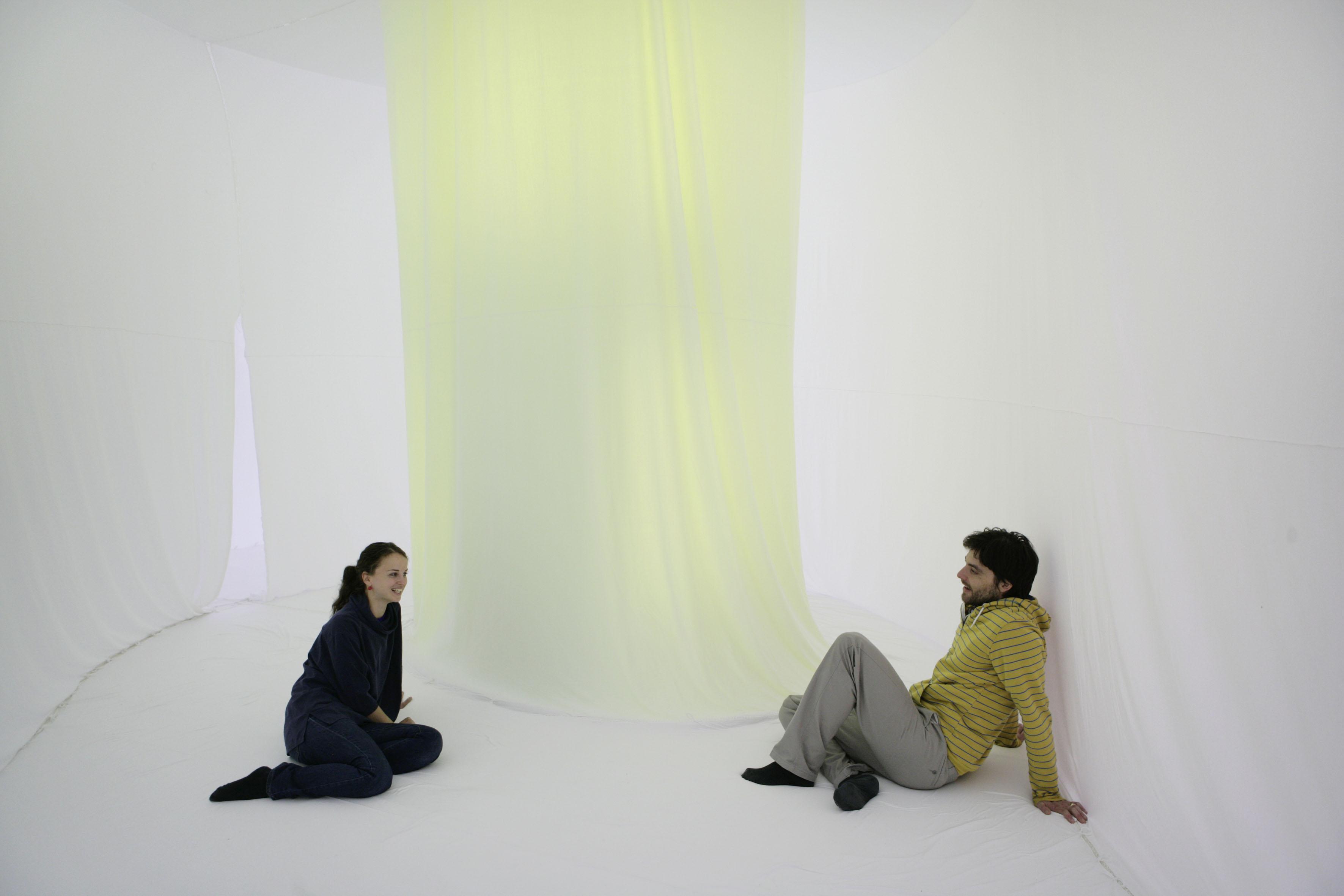Ernesto Neto, Two Columns for one Bubble Light, 2007 dzięki uprzejmości artysty i Galerie Max Hetzler, Berlin Foto: def image