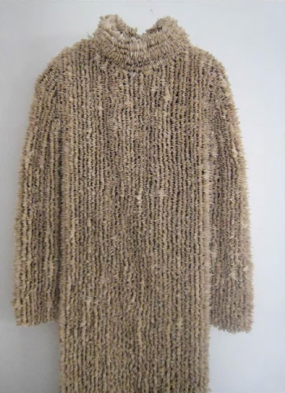 Xawery Wolski, Sukienka, 2009, nasiona dyni, tkanina nylonowa, 166x53x14 cm
