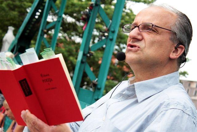 Maciej Tomaszewski na Moście Tumskim we Wrocławiu, fot. Sabin Kluszczyński
