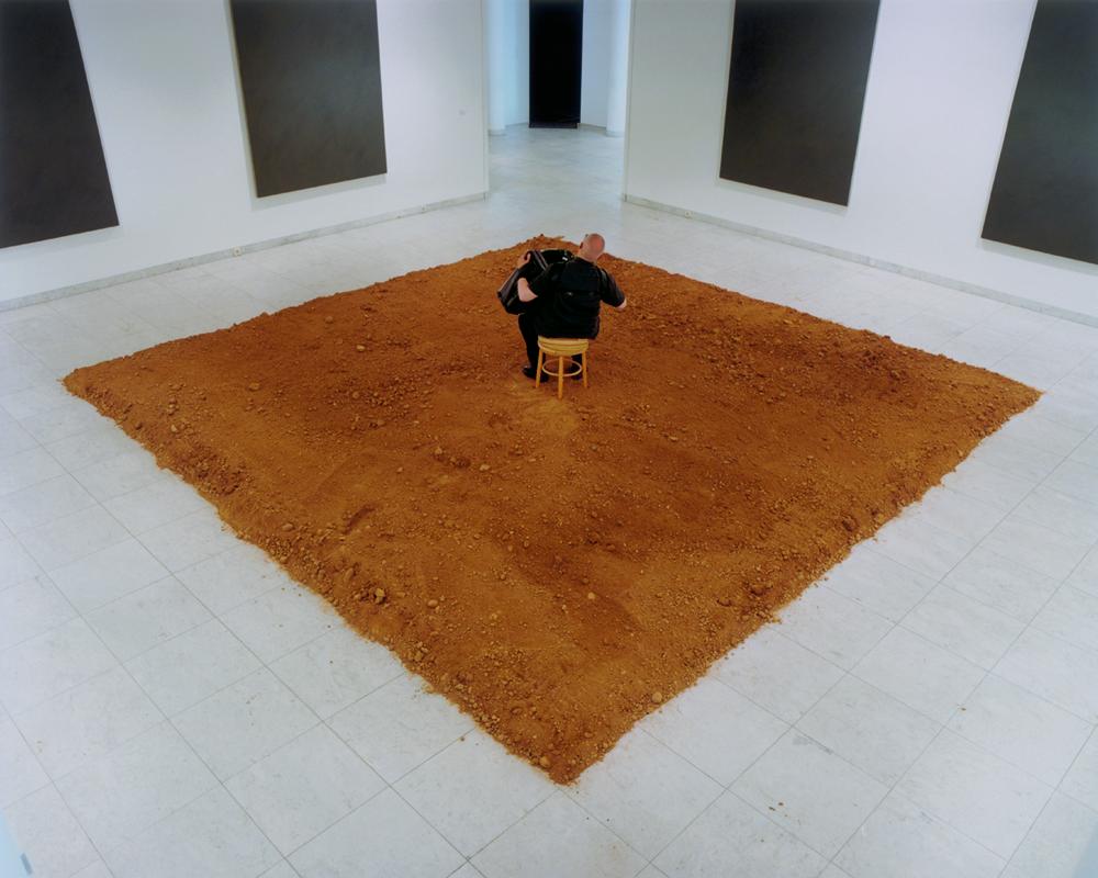 Massimo Bartolini, Flowerbed, 2003, Performance, Museum Abteiberg, Mönchengladbach