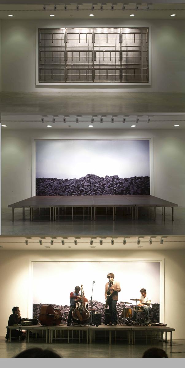 Massimo Bartolini, Impressions, 2008, Iron, wood, closed: 530 x 273 x 10 cm, opened: 530 x 273 x 250 cm Collection MAMBO – Museo d'Arte Moderna, Bologna, Photo: A. Andrini (photo of the concert)