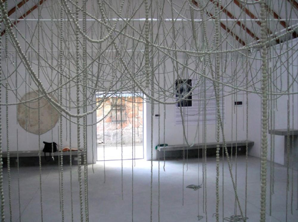 Xawery Wolski, W pustkę nieba, 2009, instalacja w Juan Soriano Foudation, Warszawa, wrzesień-październik, 2010