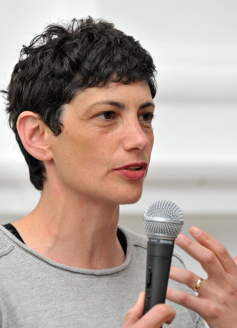 Yael Bertana podczas konferencji prasowej 8 kwietnia 2011, materiały udostępnione przez Galerię Zachęta