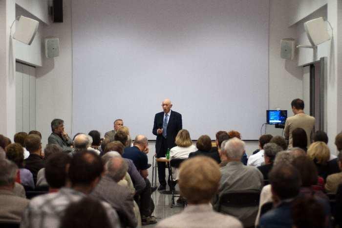 """Spotkanie z Henrykiem Schönkerem, autorem książki """"Dotknięcie anioła"""", w DSH w Warszawie (zdjęcie udostępnione przez organizatora)"""