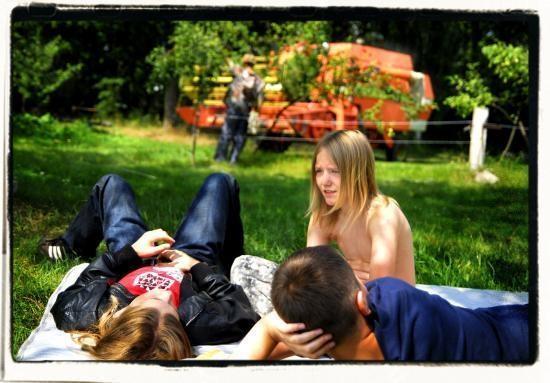 """Reż. Maciej Cuske """"Daleko od miasta"""", 2011 - kadr z filmu, materiał udostępniony przez organizatora"""