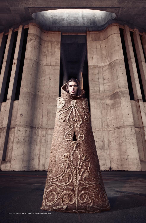 Halina Mrożek, Bez tytułu, 2008–2009, z cyklu Sculpt Couture,; fotograf: Maciej Boryna, model: Cyryl, makeup: Adam Mesyash, włosy: Marcin Het, stylizacja: Joanna Hir
