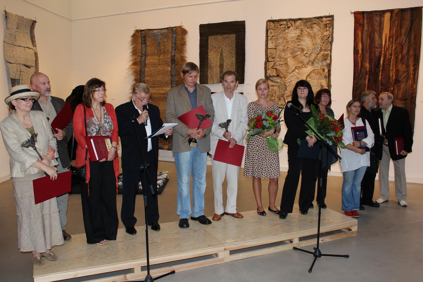 Laureaci VI Międzynarodowego Biennale Malarstwa i Tkaniny Unikatowej (zdjęcie pochodzi z materiałów udostępnionych przez organizatora)