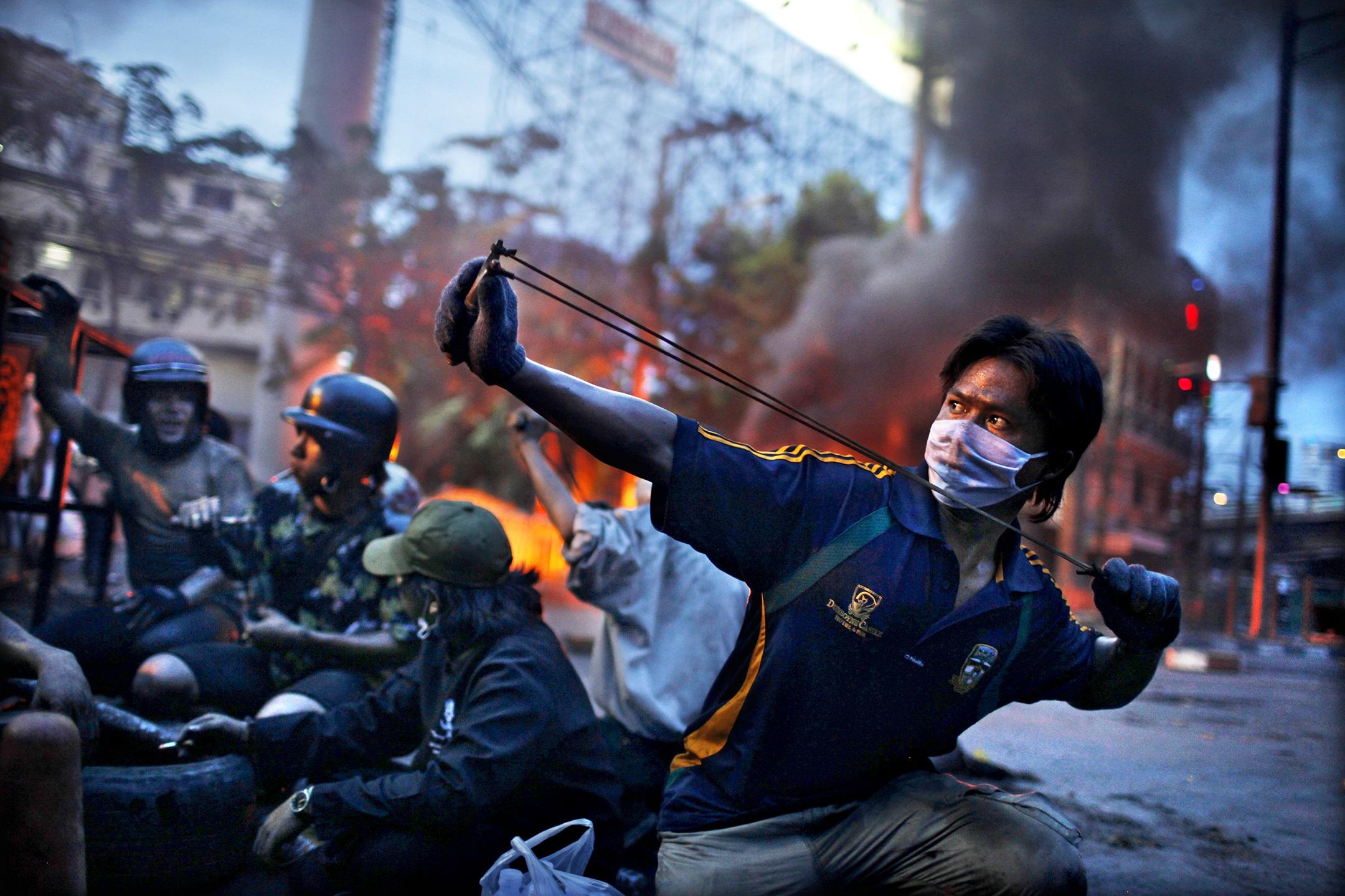 2. nagroda w kategorii Wydarzenia - reportaż: Corentin Fohlen, Fedephoto, Antyrządowe zamieszki w Bankoku, Tajlandia