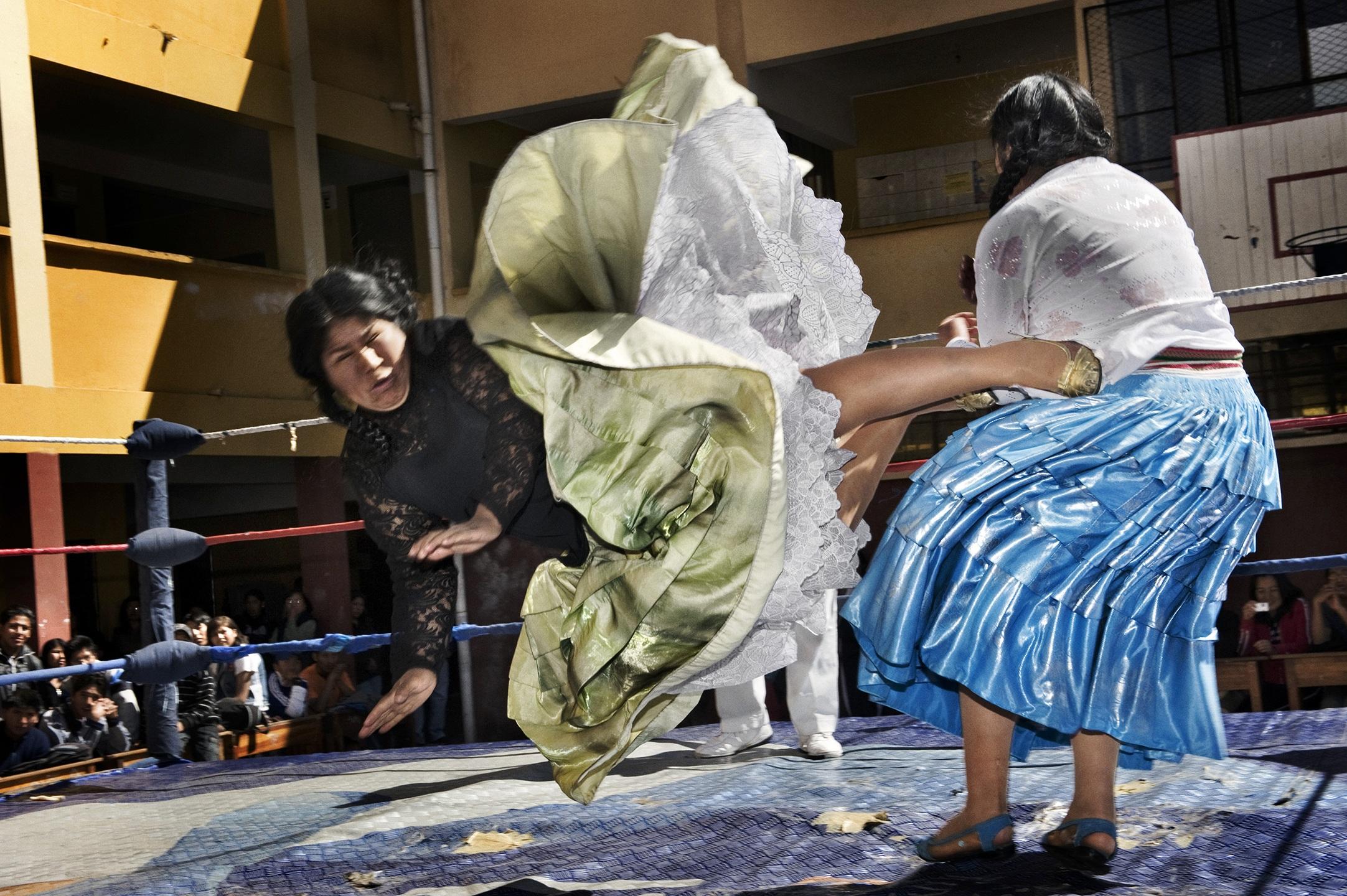 2. nagroda w kategorii Sztuka i Rozrywka - reportaż: Daniele Tamagni, Włochy, Latające Cholitas, Boliwia