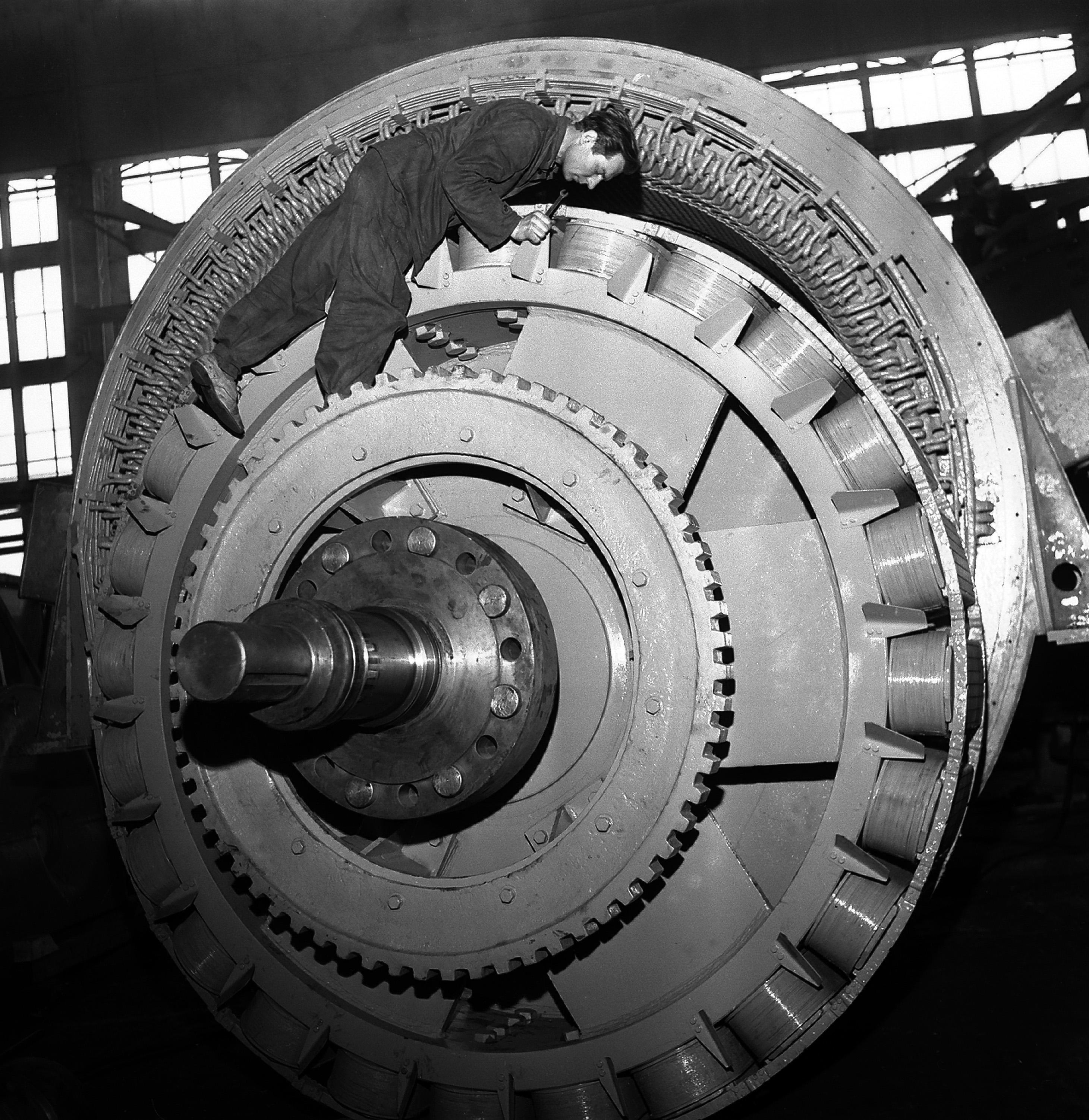 Wrocław 04.1967 r. Dolmel fabryka turbin energetycznych. Fot. Aleksander Jałosiński/FORUM