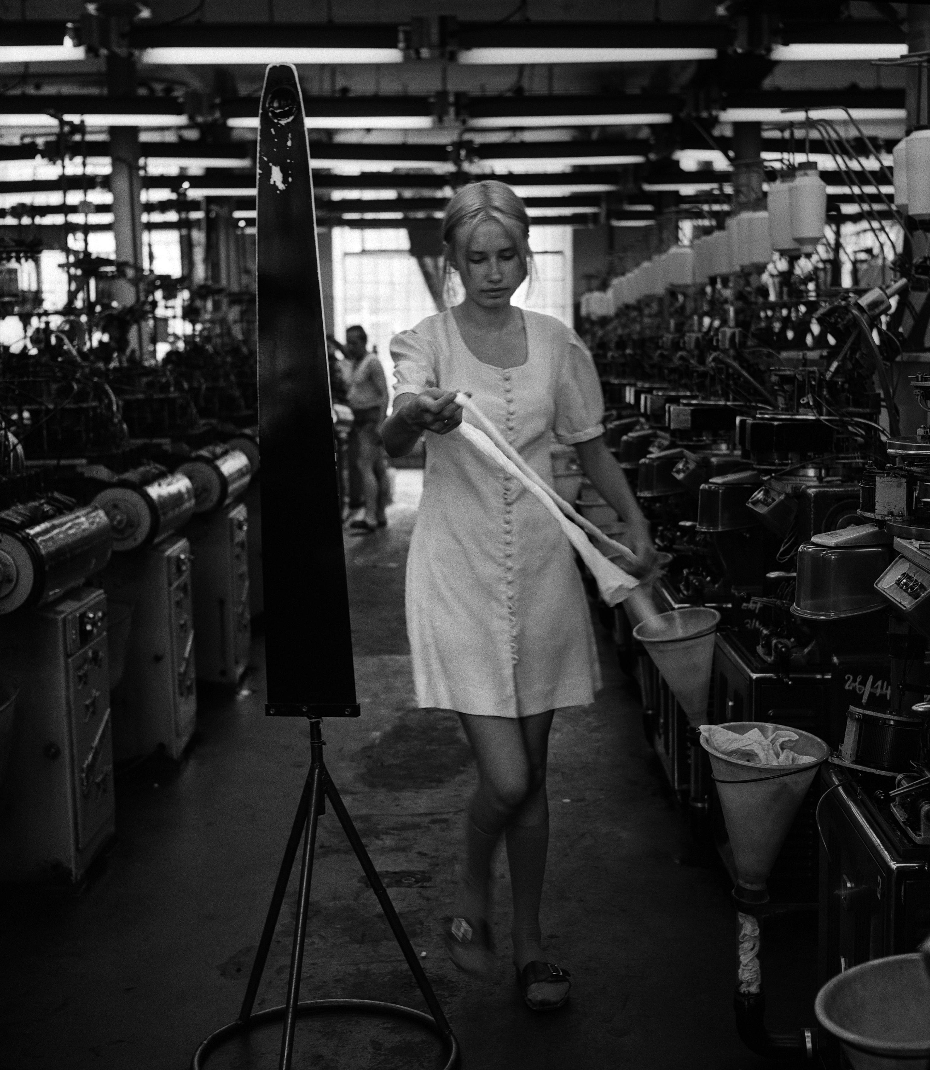 Łódź, 08.1974. Zakłady Przemysłu Pończoszniczego Feniks. Fot. Aleksander Jałosiński/FORUM
