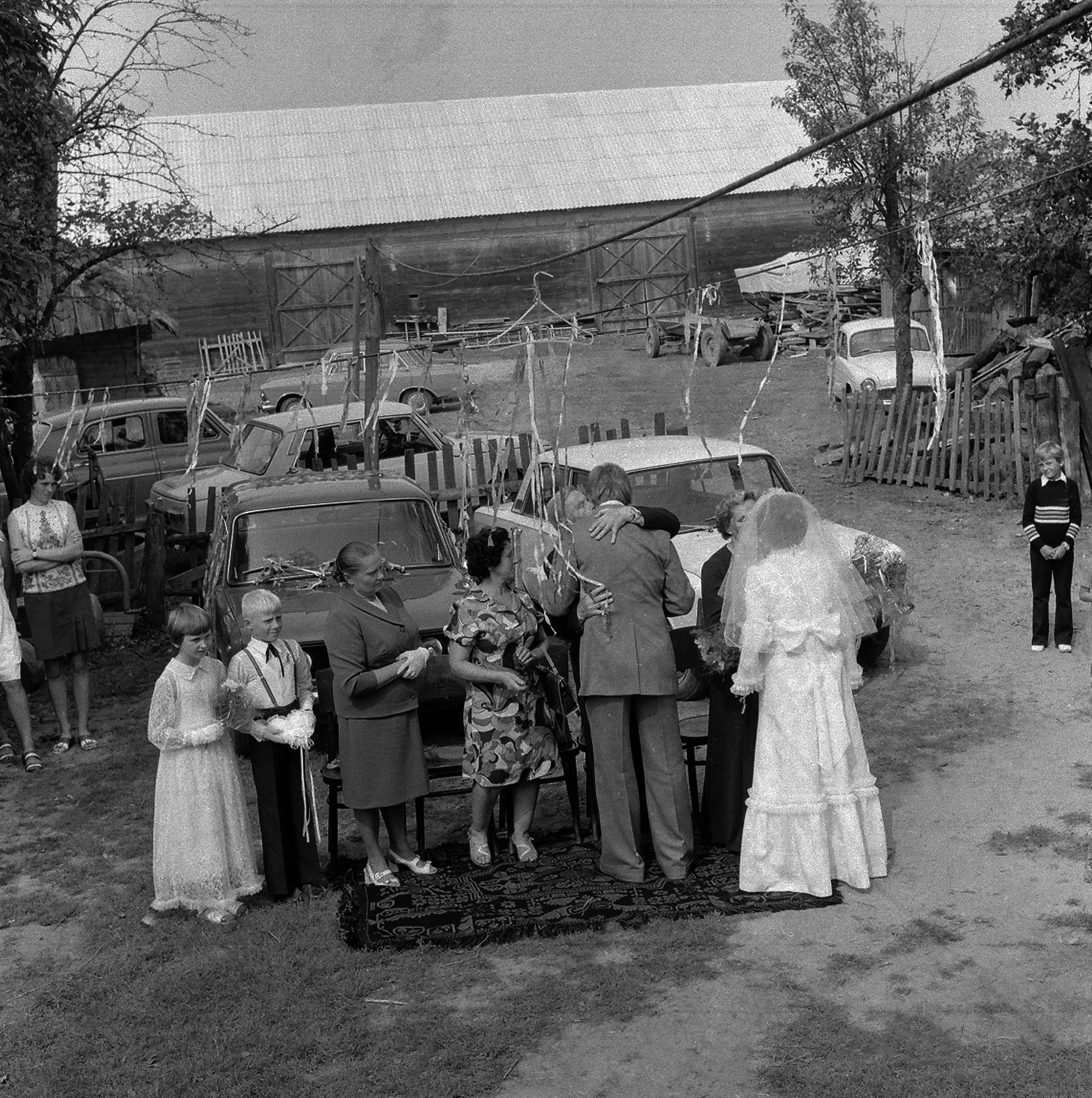 Okolice Siemiatycz, 08.1975. Wesele na wsi. Fot. Aleksander Jałosiński/FORUM