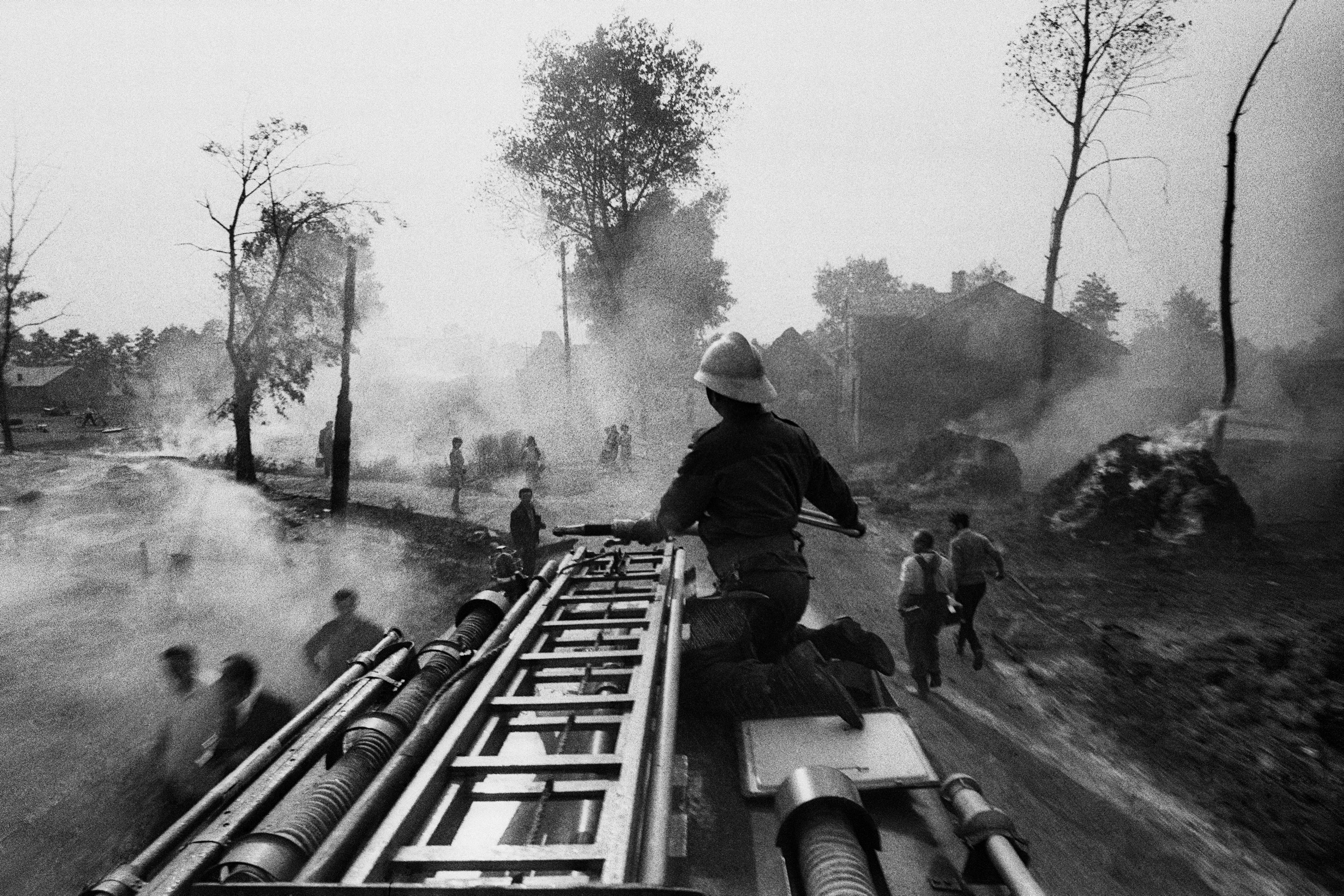 Rudna, 09.1968. Pożar wsi. Fot. Aleksander Jałosiński/FORUM