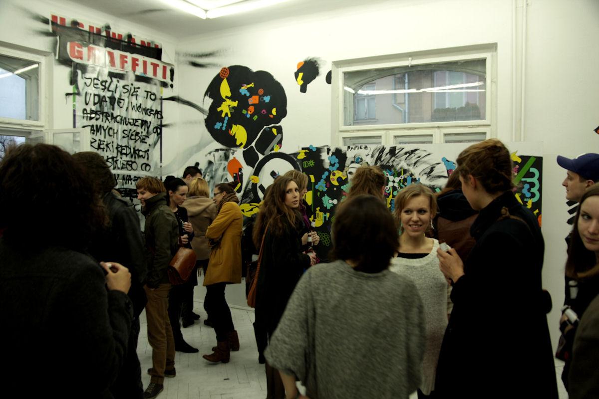 """""""Cały ten street art"""", wernisaż, Galeria Art Agenda w Krakowie, 30 marca 2012 roku, fot. Agnieszka Ciałowicz (źródło: materiał prasowy)"""