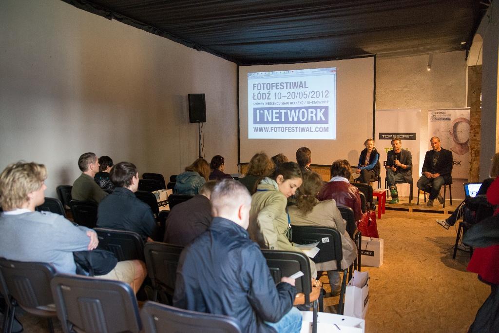 Fotofestiwal – konferencja prasowa – 8 maja 2012 od lewej: Marta Szymańska (Dyrektor Programowy Fotofestiwalu), Krzysztof Candrowicz (Dyrektor Fotofestiwalu), Michał Kałużyński (Prezes Top Secret) (źródło: materiały prasowe)