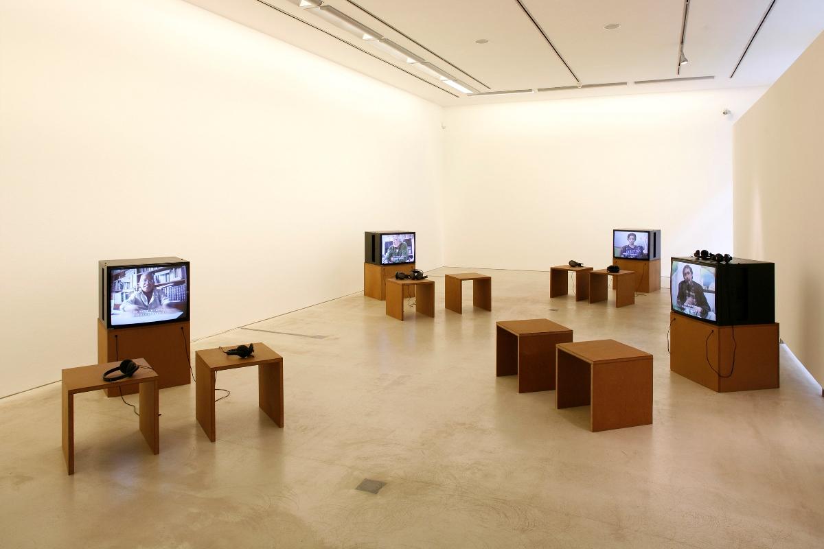 Heidrun Holzfeind, MEXICO 68, installation view Galerie im Taxisplais, photo Rainer Iglar (źródło: materiały prasowe)