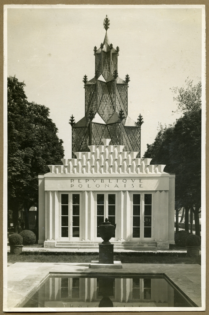 Pawilon Polski na Międzynarodową Wystawa Sztuki Dekoracyjnej w Paryżu 1925, repr. za: Biblioteka ASP w Warszawie (źródło: materiały prasowe)