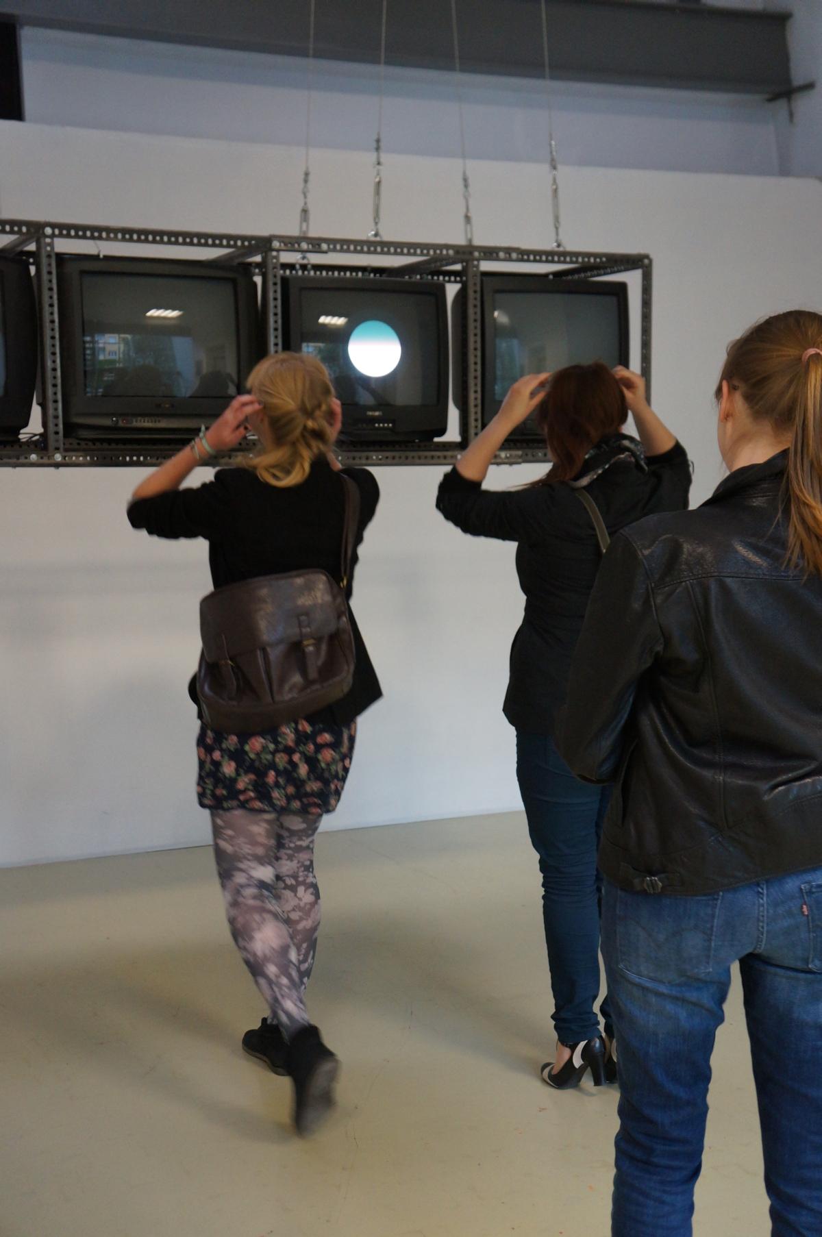 Test Five, instalacja nawiązująca do pracy Test I Józefa Robakowskiego z 1971 r. Zmienne-Stałe-Błądzące. AC/DC/IT, wystawa WRO Art Center, fot. WRO