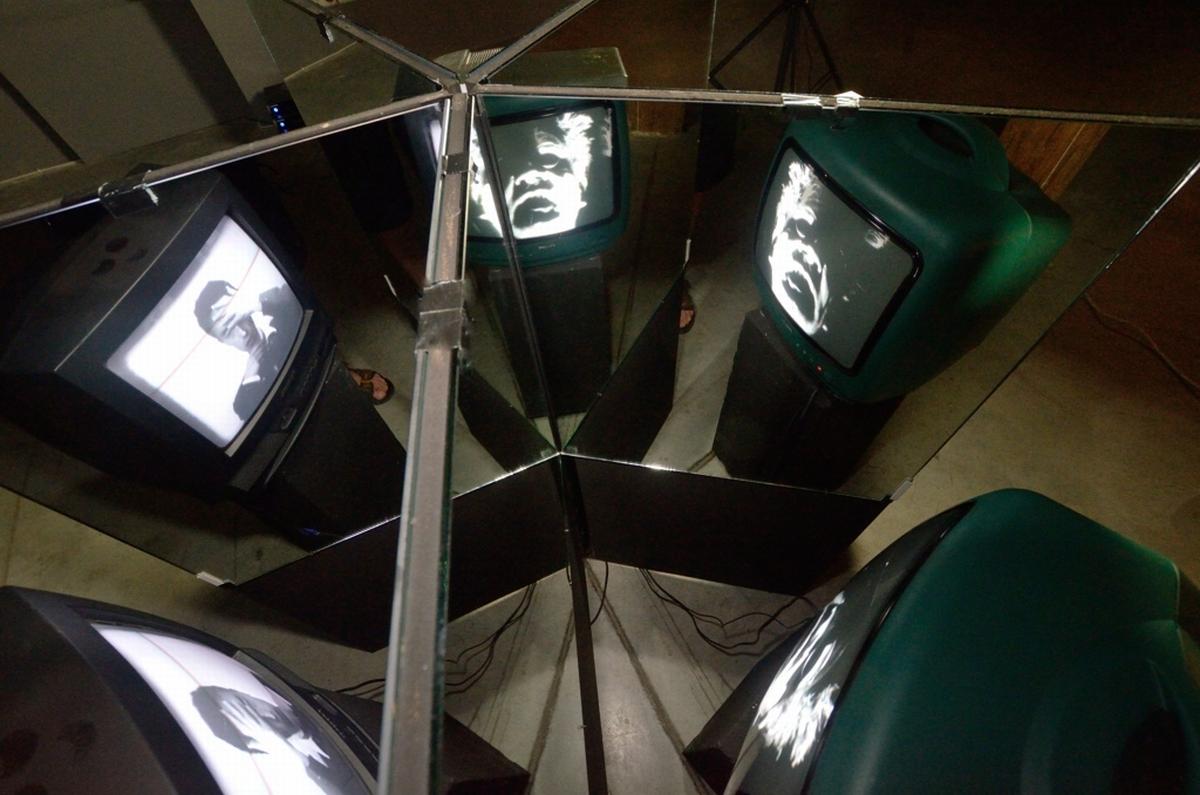 MEM [Multiple Energy Mirror], for Józef, Nam June and Witkac (inspirowana portretami wielokrotnymi w lustrze i ich recepcją w sztuce)
