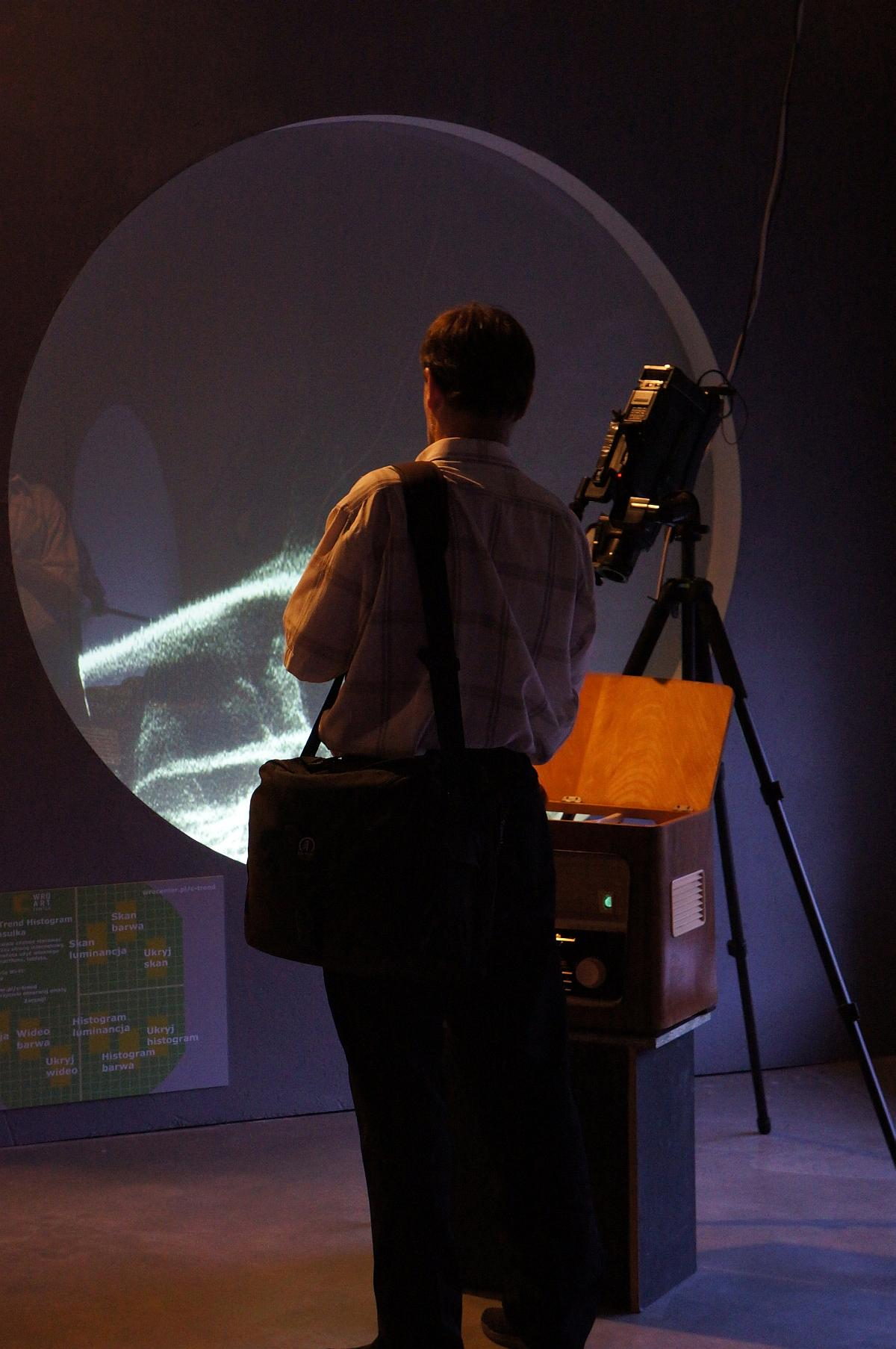 Revolving C-Trend Histogram, for Woody Vasulka Zmienne-Stałe-Błądzące. AC/DC/IT, wystawa WRO Art Center, fot. WRO
