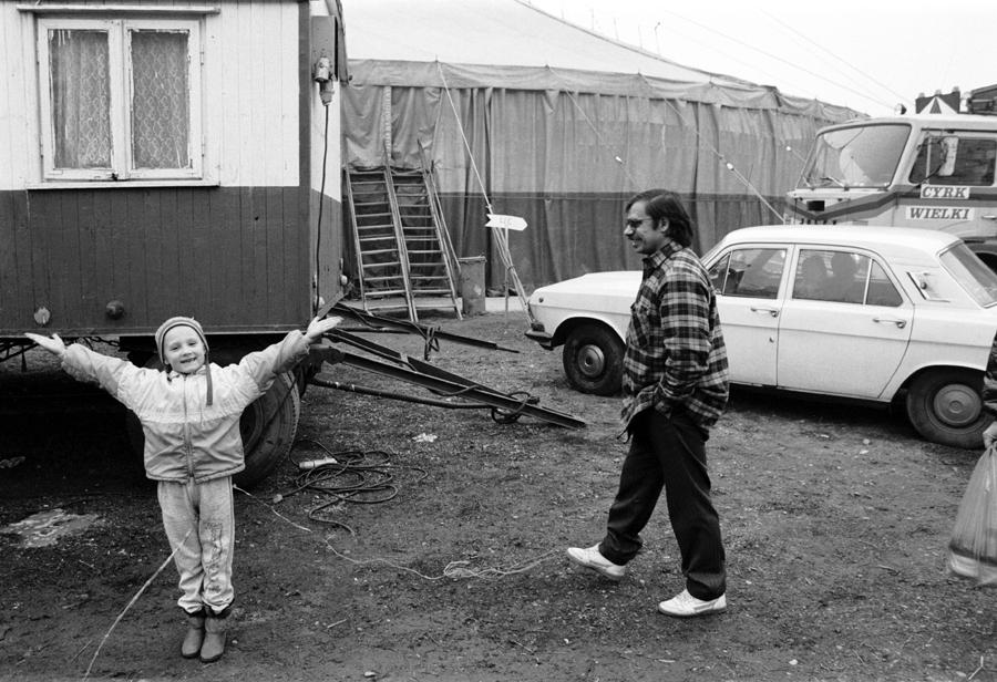 """Greg Marinovich, wystawa """"Warsaw Circus"""" (źródło: materiały prasowe organizatora)"""