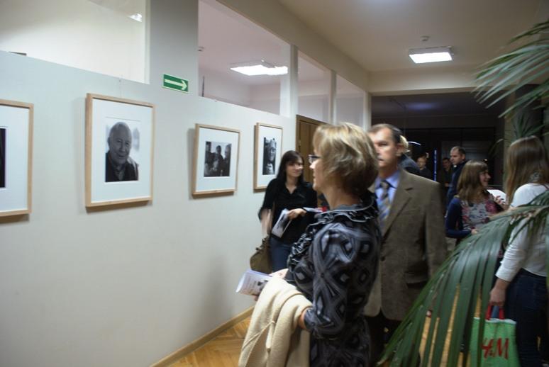 11 ujęć Tadeusz Różewicza w fotografii Elżbiety Lempp, wystawa E. Lempp (źródło: materiały prasowe organizatora)