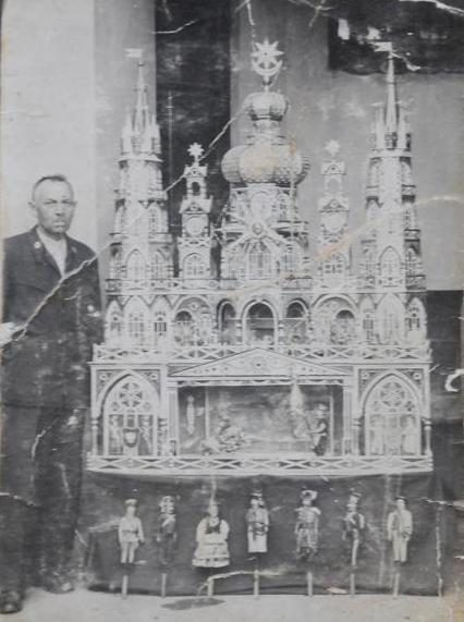 Walenty Malik z szopką, 1923 rok (źródło: materiały prasowe)