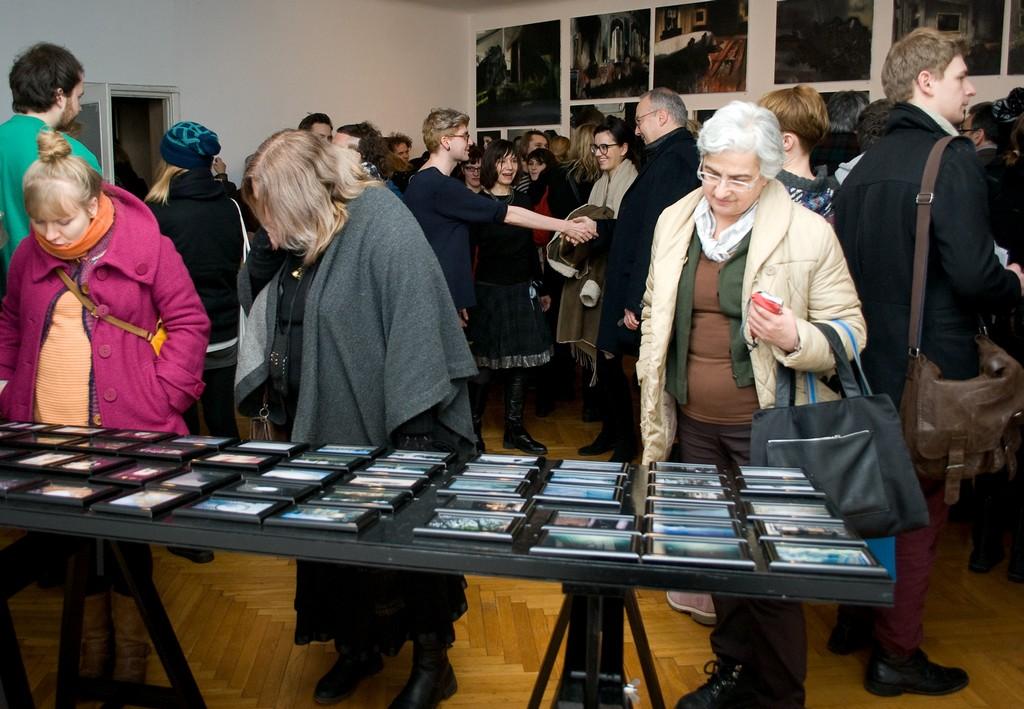 """Łukasz Stokłosa, """"Skład obrazów"""", zdjęcia z wernisażu, 8 stycznia 2013 r., fot. K. Szpunar (źródło: materiały prasowe)"""