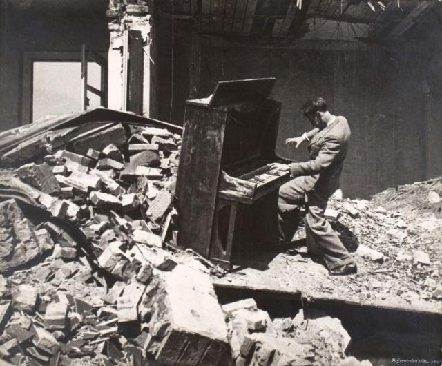 """Krystyna Gorazdowska, """"Koncert wrocławski"""", 1945 (źródło: materiały prasowe organizatora)"""