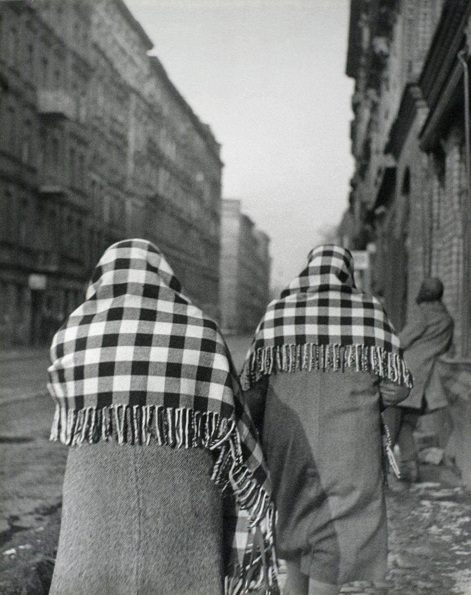 """Tomasz Olszewski, """"Dzień targowy (Wrocław)"""", ok. 1962 (źródło: materiały prasowe organizatora)"""