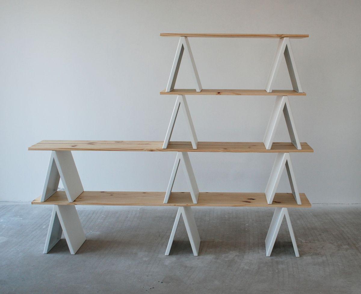Marta Niemywska, Bibliotekarka, 2012, metal, drewno, 200 x 30 x 160 cm (źródło: materiały prasowe organizatora)