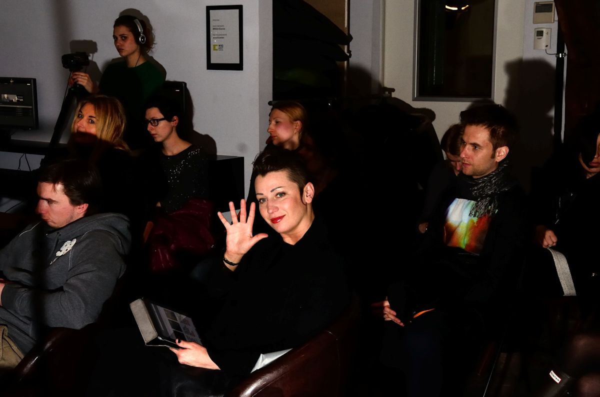 Artist Talk z Leszkiem Knaflewskim, z lewej Małgorzata Kazimierczak, w środku Aleksandra Ska, z prawej Tomasz Wiktor (źródło: materiały prasowe organizatora)