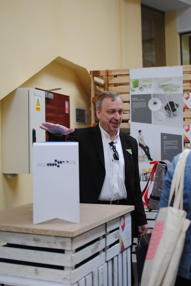 Minister Bogdan Zdrojewski na wystawie Design-Open Space (źródło: materiały prasowe organizatora)