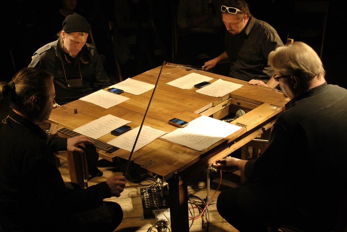 """""""Table Around Cage"""", fot. Krzysztof Pawłowski (źródło: materiały prasowe organizatora)"""