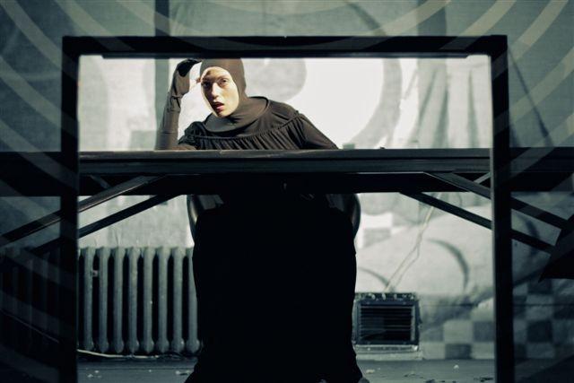 """Tomasz Hynek, """"Pomarańczyk"""", Wrocławski Teatr Współczesny, fot. Sabin Kluszczyński (źródło: materiały prasowe)"""