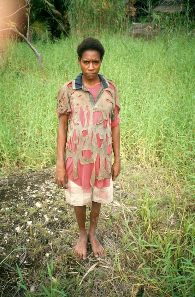 Roy Villevoye, Amalia Tomamnák, Er, Asmat, Papua 2000. C-print ze slajdu. Dzięki uprzejmości Motive Gallery, Bruksela, Belgia (źródło: materiały prasowe organizatora)