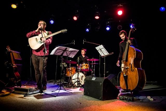 Marcin Olak Trio podczas Wrocławskiego Festiwalu Gitarowego GITARA 2012, fot. Jarek Pępkowski (źródło: materiały prasowe organizatora)