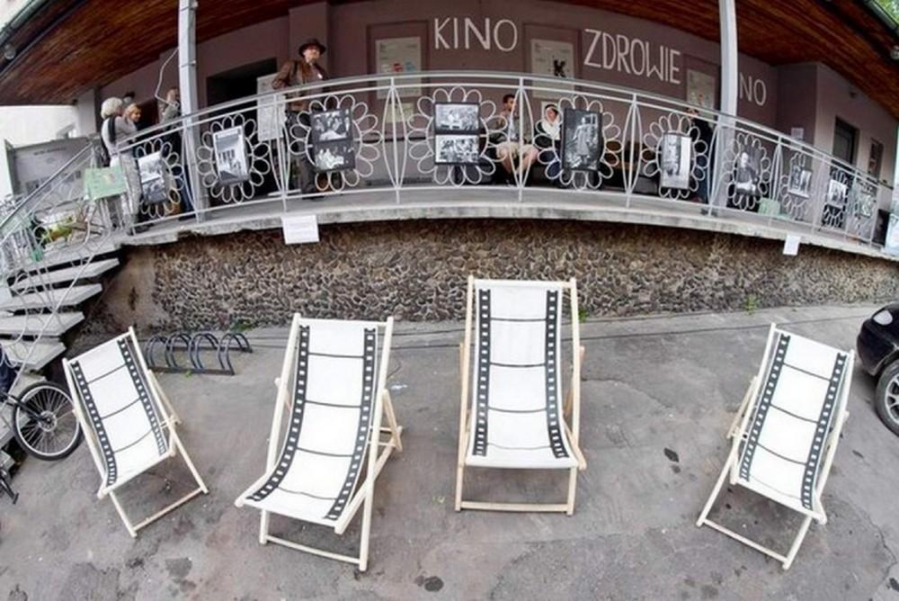 Sokołowsko Festiwal Filmowy Hommage à Kieślowski 2012, przed Kinoteatrem Zdrowie, M. Bortkiewicz, fot. Archiwum Fundacji (źródło: materiały prasowe organizatora)