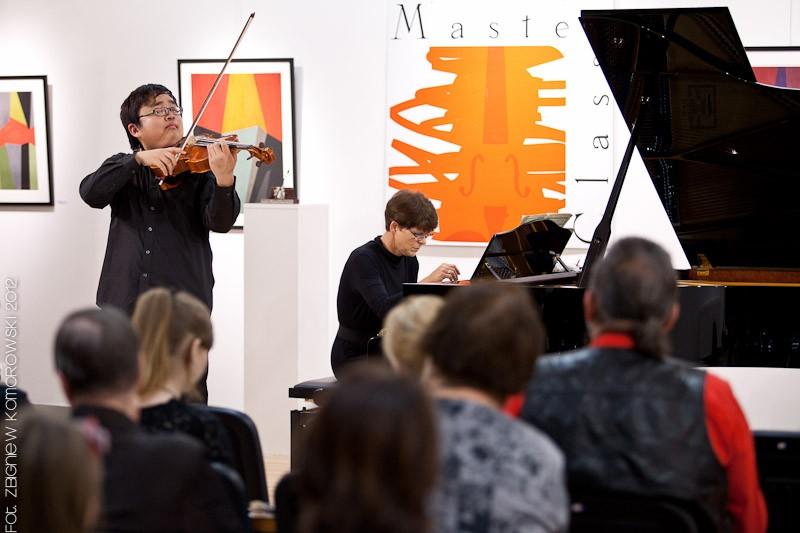 Diyang Mei - altówka, laureat Grand Prix 2012, prof. Maja Sterczyńska - fortepian (źródło: materiały prasowe MF&MC Piła 2013)