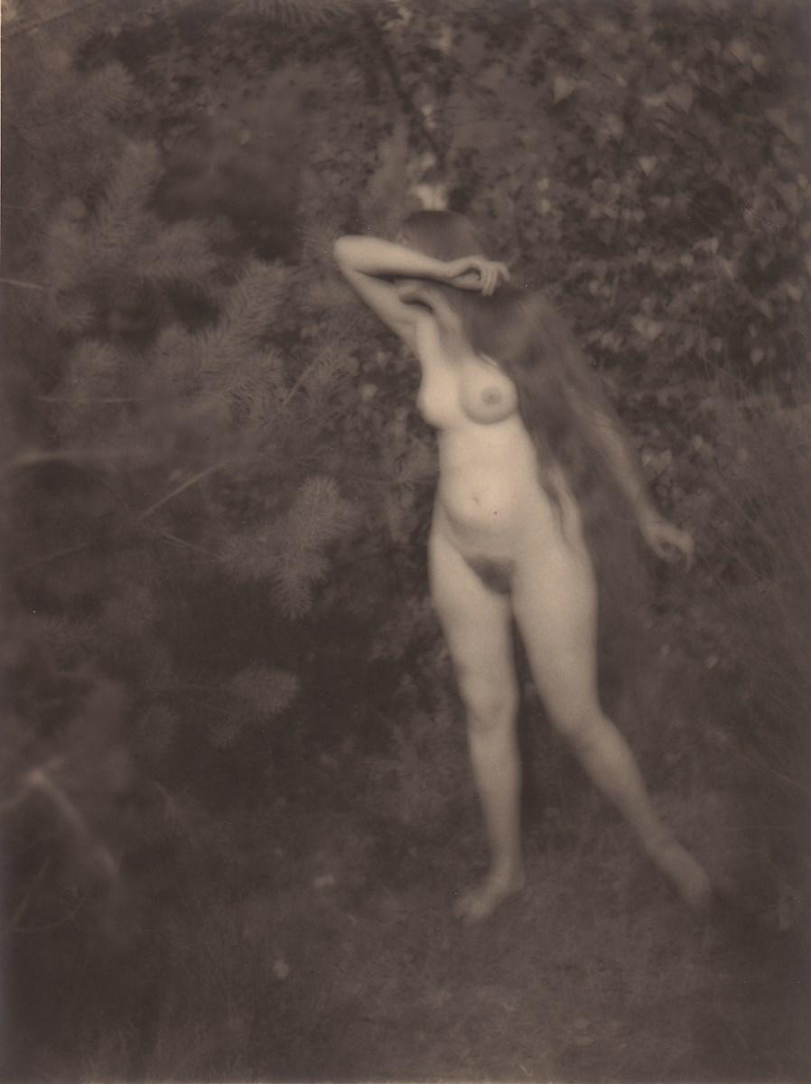 """Antoni Anatol Węcławski, """"Nimfa leśna"""", brom, 24 x 30 cm, ok. 1927, archiwum H. Węcławska (źródło: materiały prasowe organizatora)"""