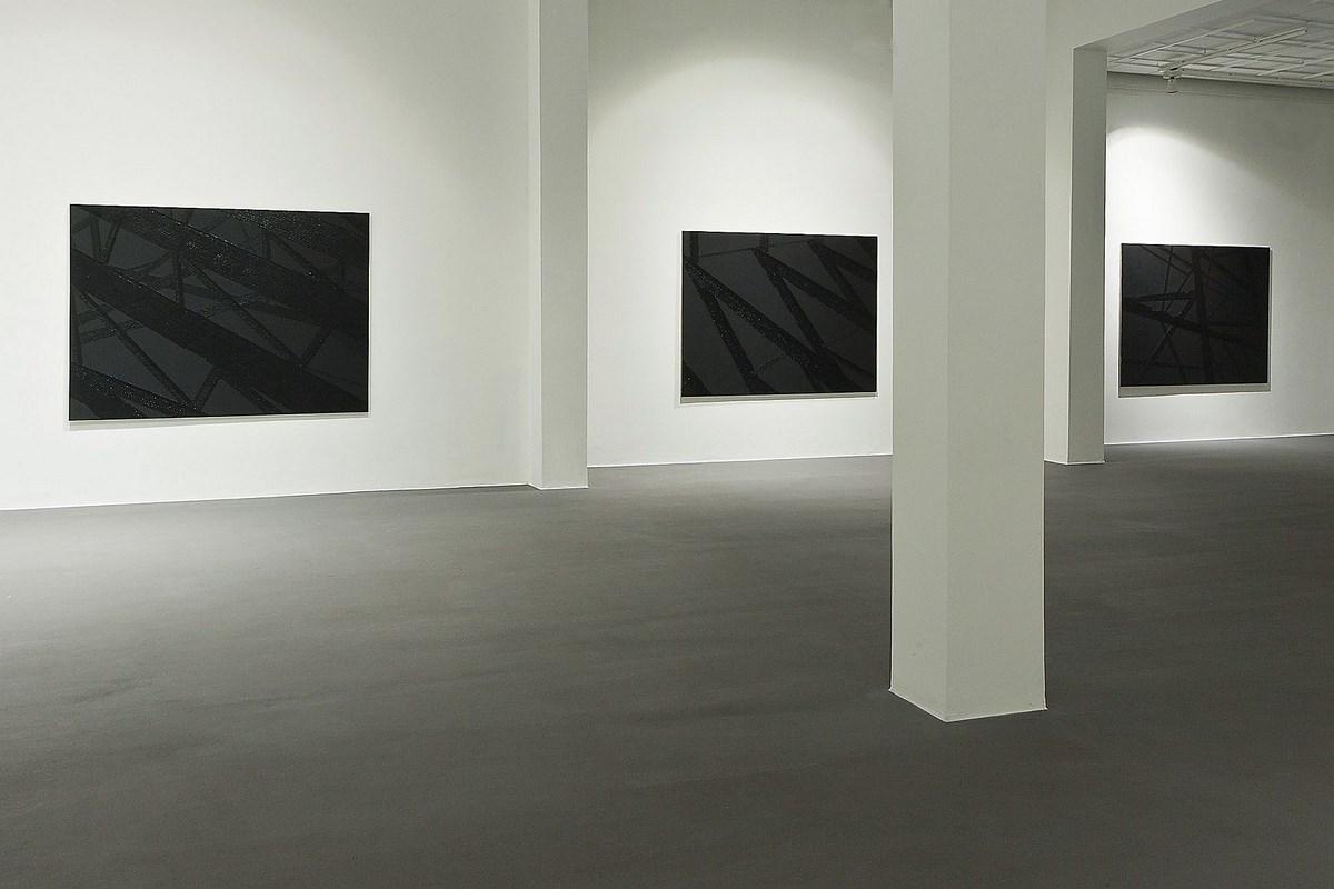 """Wystawa Jakuba Ciężkiego pt. """"blackout"""", Galeria Bielska BWA, 6.09-6.10.2013, fot. Krzysztof Morcinek (źródło: materiały prasowe organizatora)"""