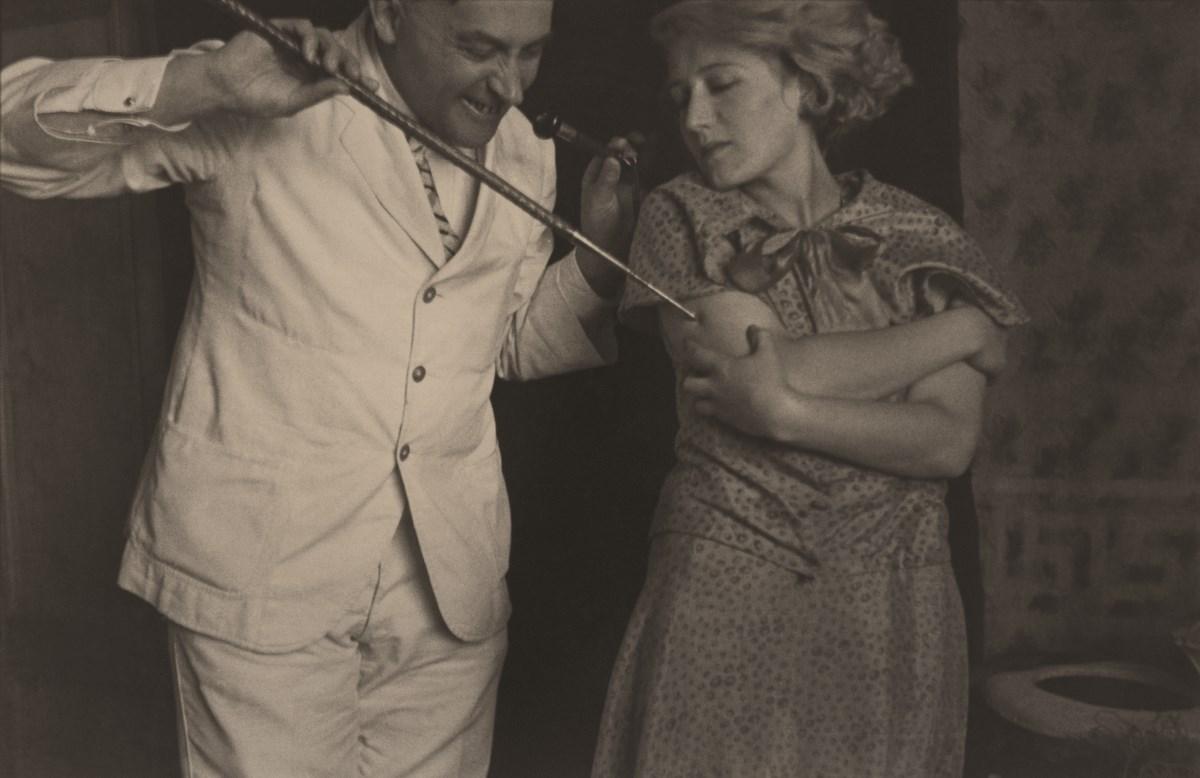 """Józef Głogowski, seria """"Zastrzyk narkotyczny"""" (S.I. Witkiewicz i Janina Bykowiak), 1931, 12,5 x 18,2 cm (z kolekcji S. Okołowicza i E. Franczak) (źródło: materiały prasowe organizatora)"""
