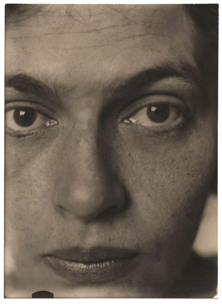 Stanisław Ignacy Witkiewicz, Jadwiga z Unrugów Witkiewiczowa, ok. 1923, brom, 17,2 x 12,5 cm, z kolekcji S. Okołowicza i E. Franczak (źródło: materiały prasowe organizatora)
