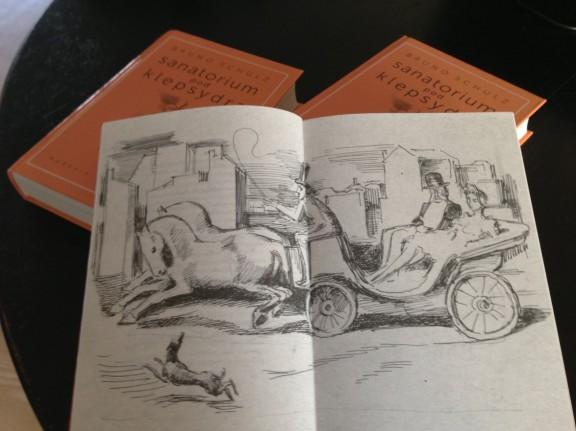 """Bruno Schulz """"Sanatorium pod klepsydrą"""" – wnętrze książki (źródło: materiały prasowe)"""