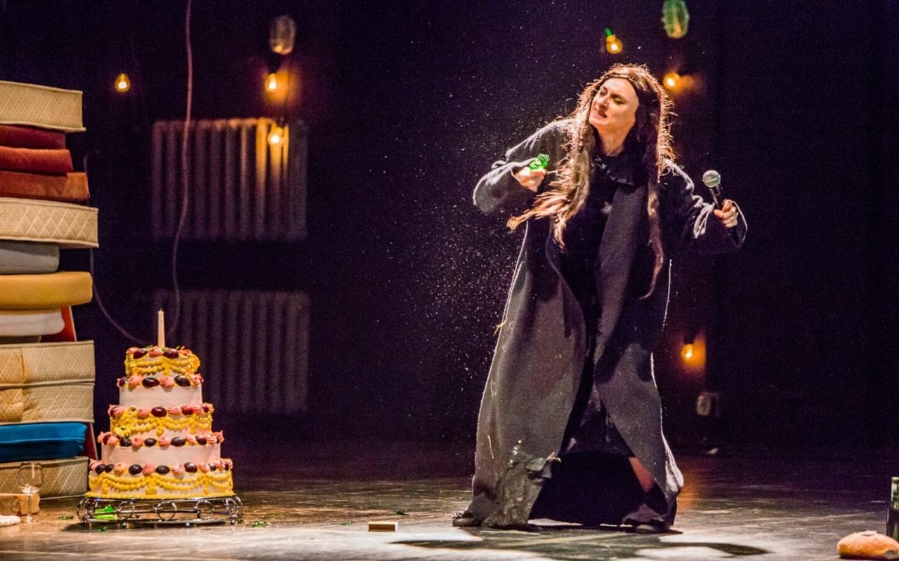 """""""Ja nie jestem ładna"""", fot. Marcin Oliva Soto (źródło: mat. prasowe - Międzynarodowy Festiwal Teatralny Dialog)"""