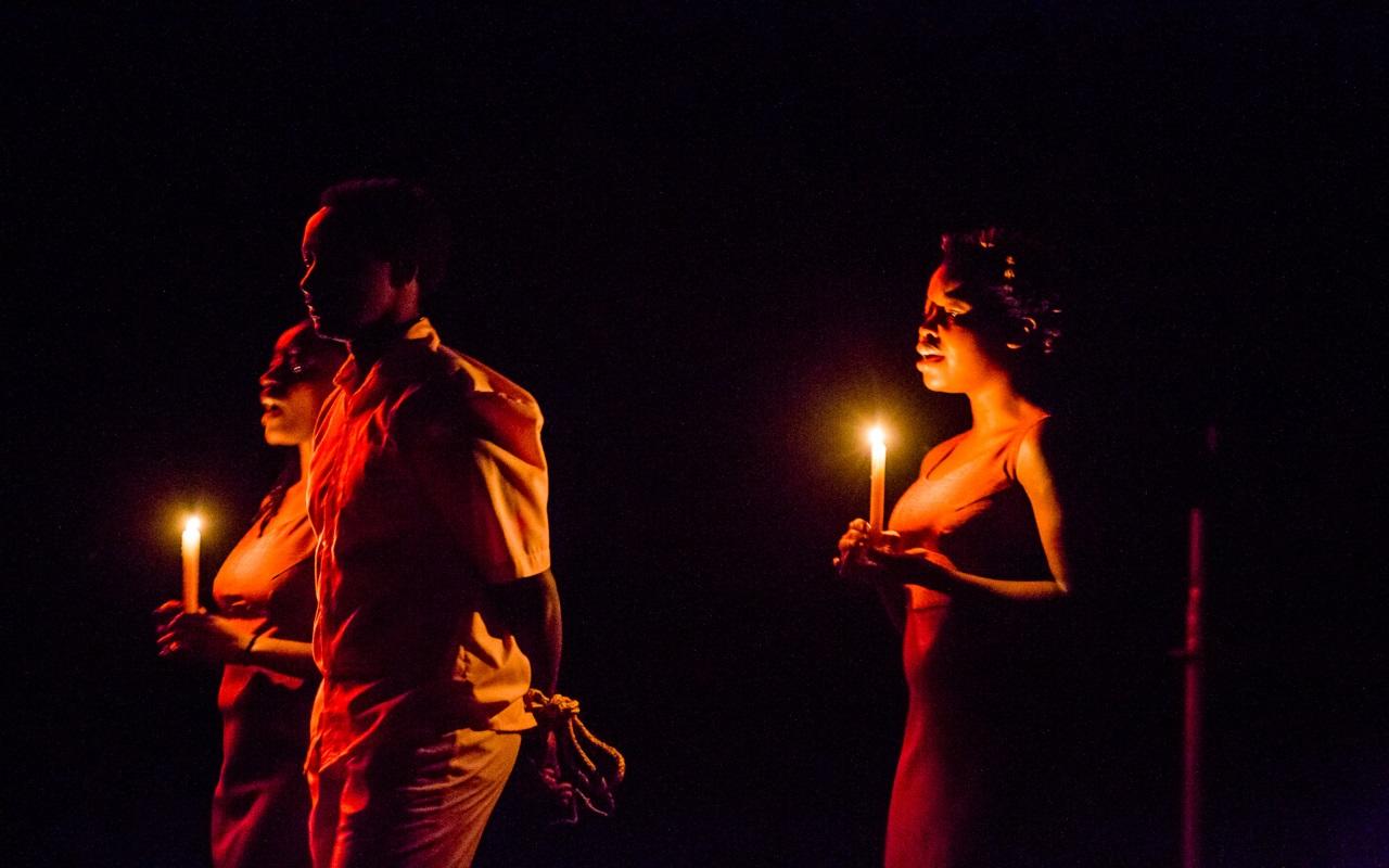 """""""Pomnik"""", fot. Marcin Oliva Soto (źródło: mat. prasowe - Międzynarodowy Festiwal Teatralny Dialog)"""